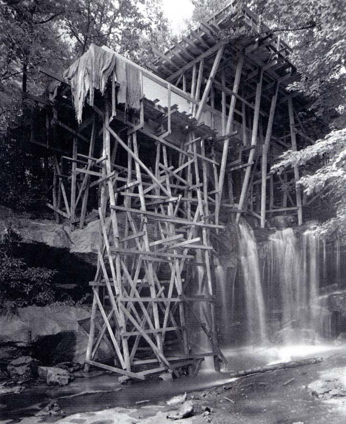 Lehrgerüst, FLehrgerüst, Falling Water House, 1935-39 (c) Pinterest